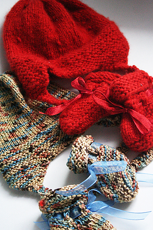 Baby Booties with Arrowhead Cuff Free Knitting Pattern