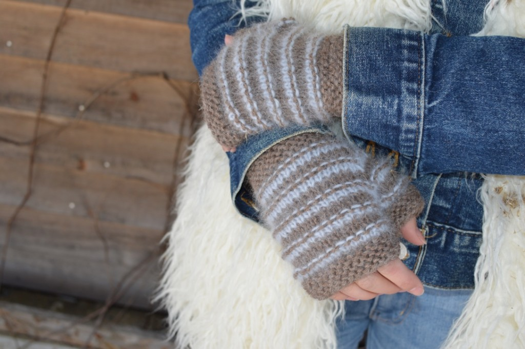 Cinnamon Loop Mitts