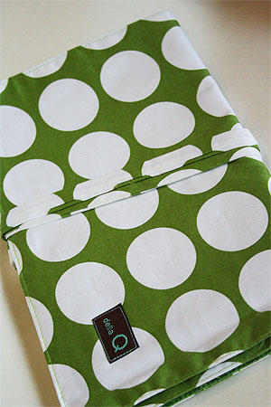Della Q Double Point Roll Up Case (#158) - Green Dot