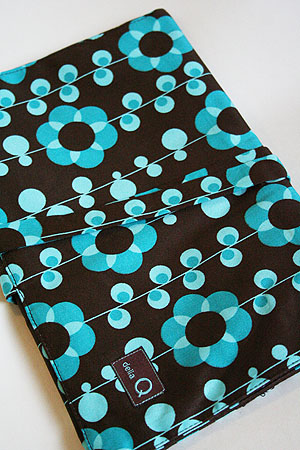 Della Q Double Point Roll Up Case (#158) - Turquoise Daisy