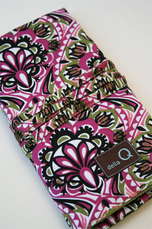 Della Q Interchangeable Needle Case in Raspberry Martini Silk