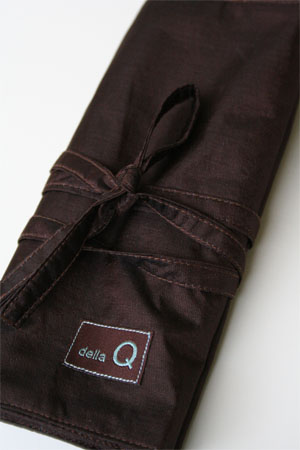 Della Q Interchangeable Needle Case in Chocolate Brown Silk