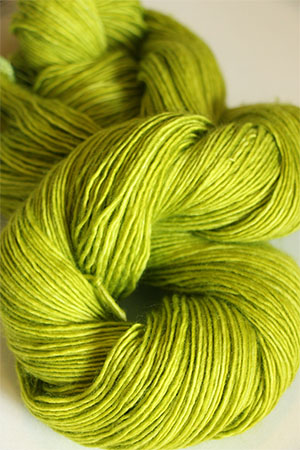 TOSH Tosh Merino LIGHT yarn in Grasshopper (077)