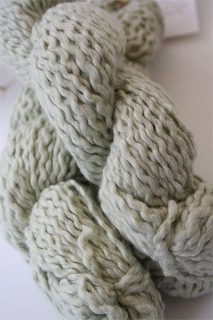Pakucho Flamme Yarn in Apple Mist