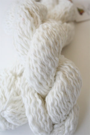 Pakucho Flamme Yarn in Baby's Breath