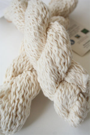 Pakucho Flamme Yarn in Marshmallow